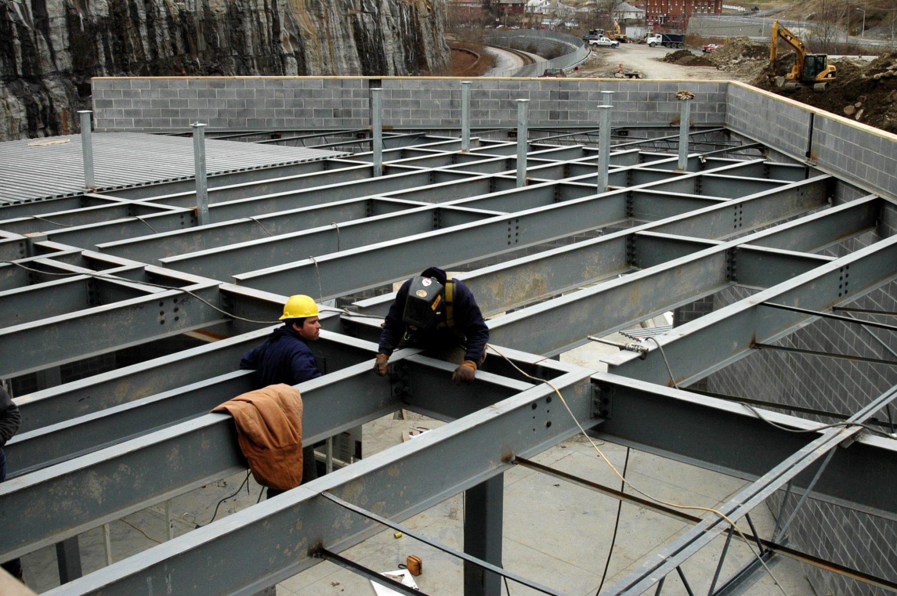 Metal döşeme çatısı: Avantaj ve kurulum özellikleri